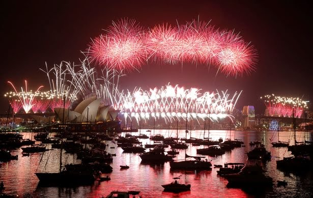 https://cdn.ampproject.org/ii/w1200/i4.mirror.co.uk/incoming/article9540324.ece/ALTERNATES/s615b/Fireworks-explode-over-the-Sydney-Opera-House-and-Harbour-Bridge-on-New-Years-day-in-Sydney.jpg